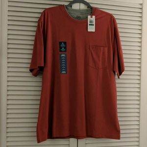 IZOD men's short sleeve tee with pocket.